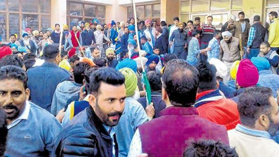 badal dal and congress clash MC elections